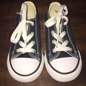 Good condition toddler converse. Size: 8
